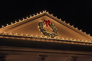 HOLIDAY LIGHT HANGING TIPS TO PROTECT YOUR ROOF THIS SEASON