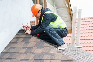 HIRING A ROOFING CONTRACTOR? FIND OUT WHAT QUESTIONS YOU SHOULD BE ASKING.