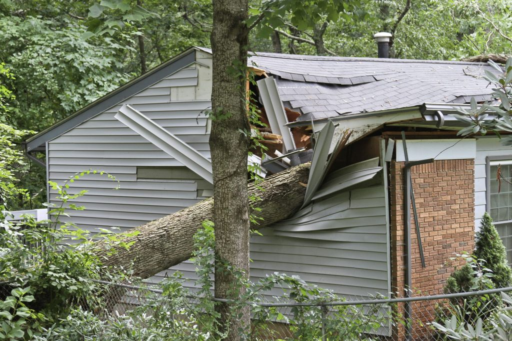 TIPS FOR ASSESSING AND REPAIRING DAMAGES TO YOUR ROOF AFTER A STORM
